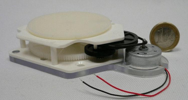 Plateaux tournants motorisés alimentés par batterie