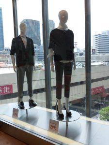 Table tournante mannequins, de construction solide, longue durée de vie.