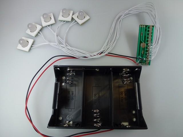 Circuit 5 LED dia. 10mm, PCB driver, bloc 3 piles D, durée de vie 6 mois non-stop